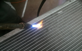 Ремонт радиатора кондиционера автомобиля